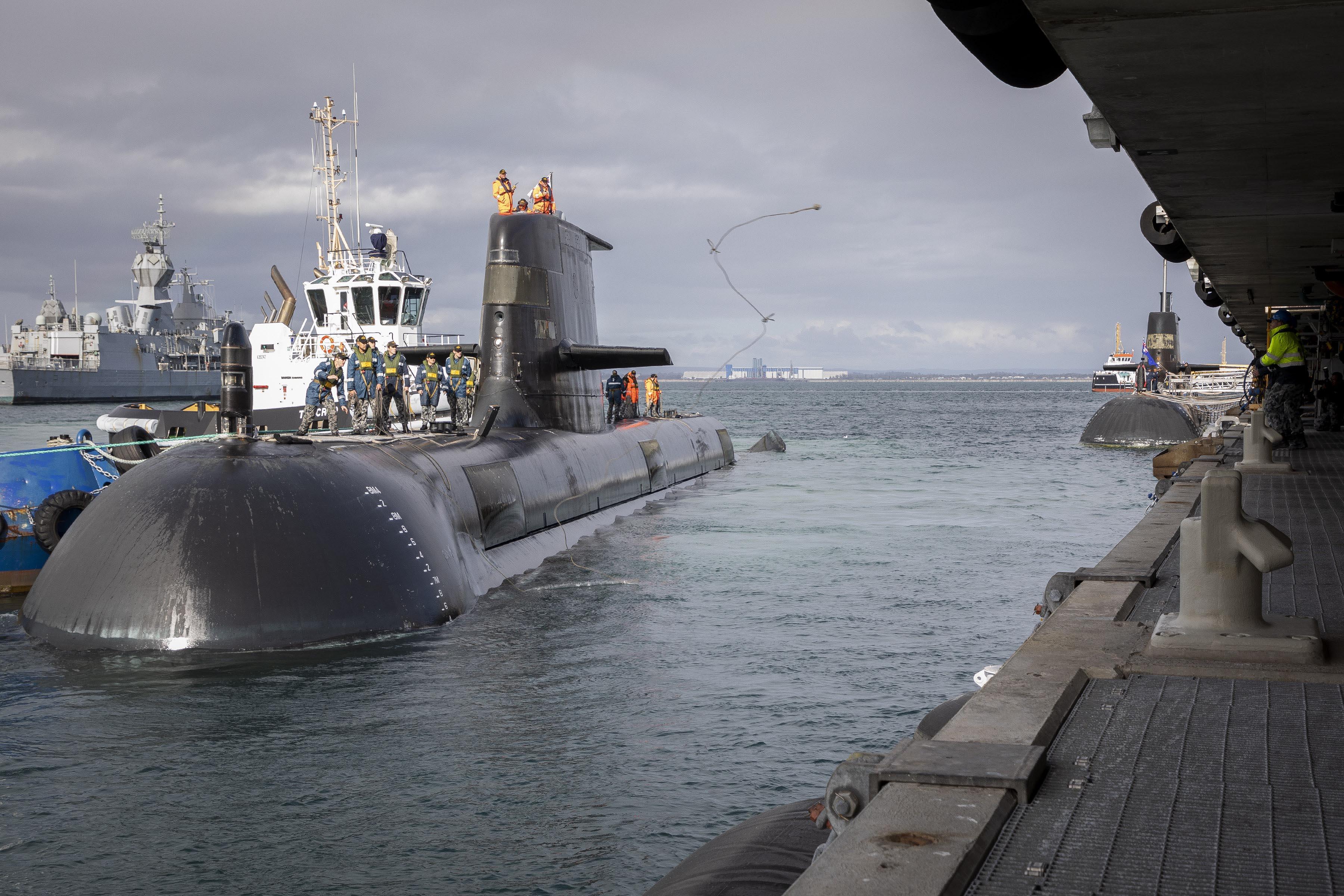 Return of HMAS Farncomb to FBW